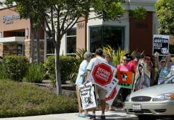 Protesters gather outside a Planned Parenthood clinic in Vista, California August 3, 2015. REUTERS/Mike Blake