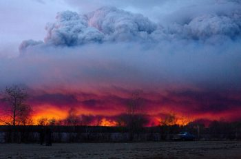The giant 500,000+ hectare fire near Fort McMurray, AB makes the evening sky glow red like the morning dawn. (Credit: Canadian Press)