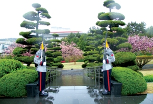 South Korean sentries at the United Nations Memorial Cemetery, Busan - where nearly 400 Canadian soldiers are buried from the Korean War (Credit: Legion Magazine)
