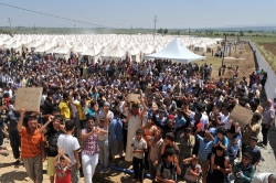 Syrian refugees demonstrate at a 2015 Jordanian camp. (Credit: World Bank)